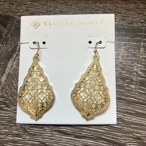 NWOT Kendra Scott Addie Drop Filigree In Gold